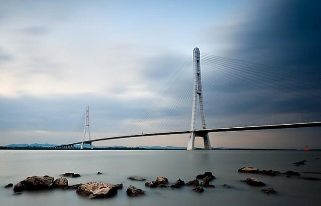 桥梁承受振动荷载结构时